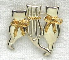 Collectible Cat Pin, Three Cats, Two Bows And A Collar